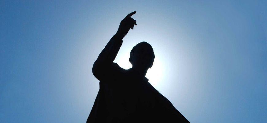 السبيل إلى الحكم الصالح ونقد أطروحة المستبد العادل Human Silhouette Human Silhouette