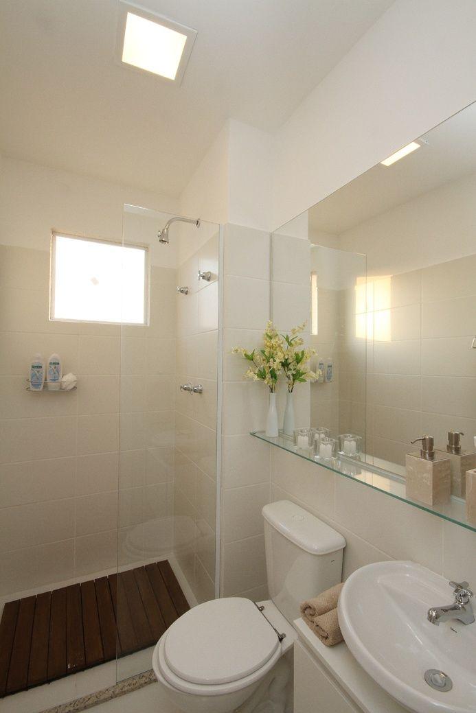 17 banheiros incríveis com acessórios e prateleiras de vidro  Decoração Banh -> Decoracao Banheiro Acessorios