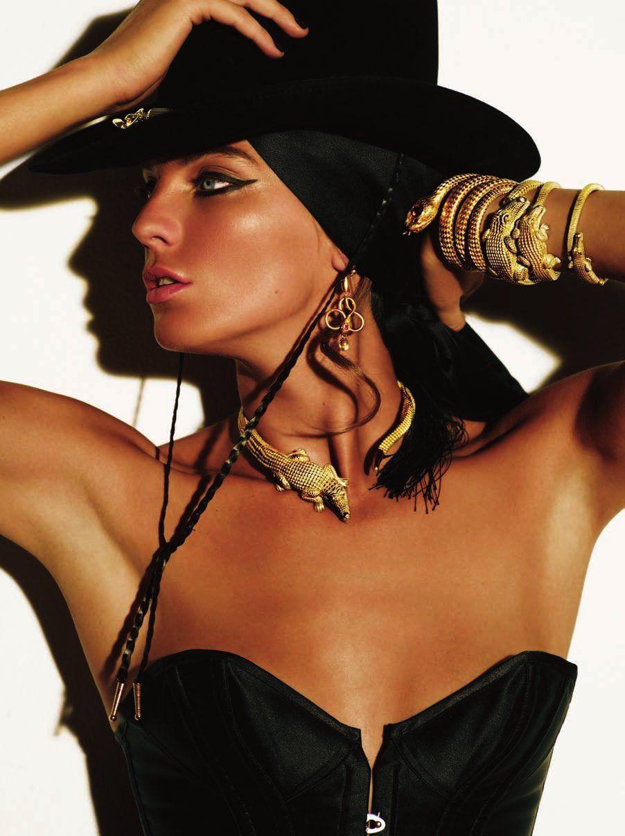Daria Werbowy by Mario Testino for V magazine | Fashion photography | Editorial