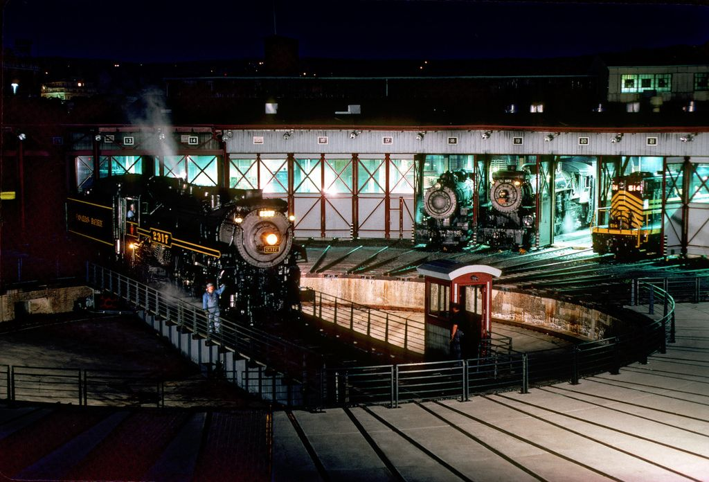 /by searchlight557 flickr steam engine turntable