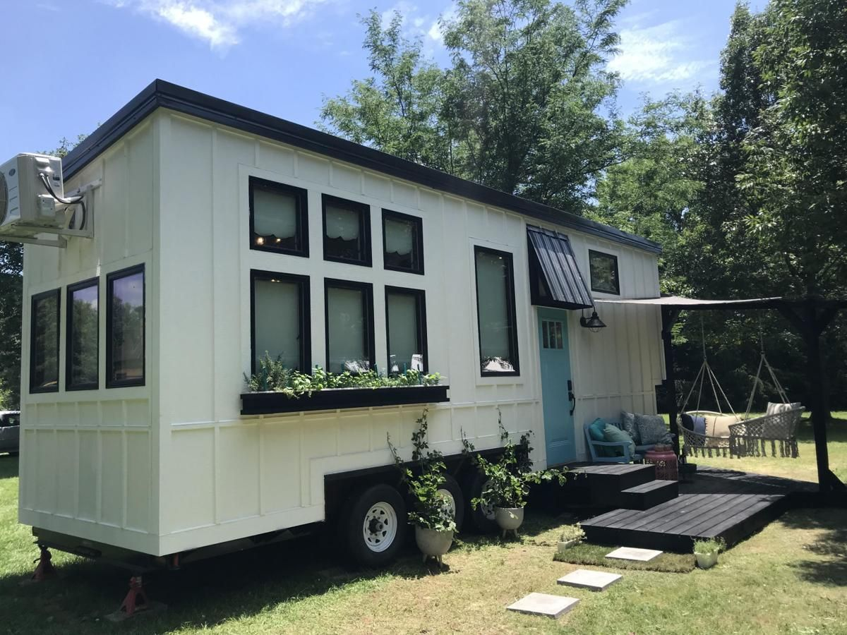 Zionsville Father And Daughter Featured On Tiny House Nation News Nuvo Net Zionsville Father And Daughter Featured On In 2020 Tiny House Nation Tiny House House