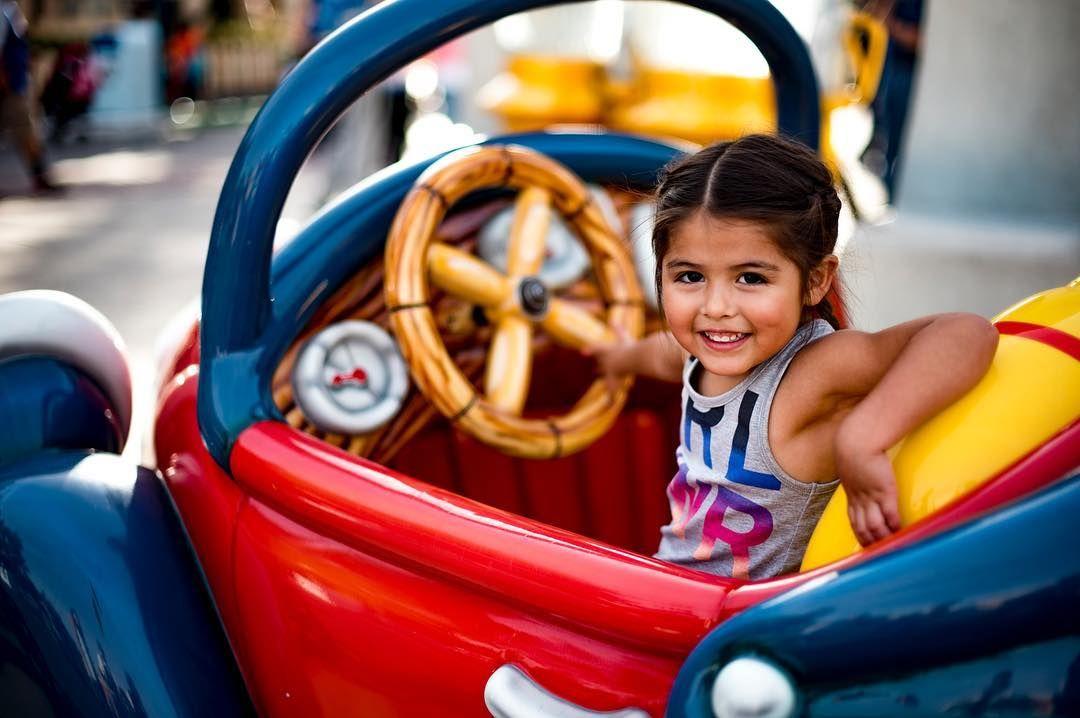 Driving through Mickey's Toontown. 69/366 - - #disney #disneyland #disneylandresort #disneylocations #mickeymouse #waltdisney #nikon #nikonusa #nikond750 #nikonnofilter #nikonphotography #d750 #50mm #driving #kids #kidsofinstagram #pop #girlpower #gapstyle #gapkids #theresmiranda by only_mac_