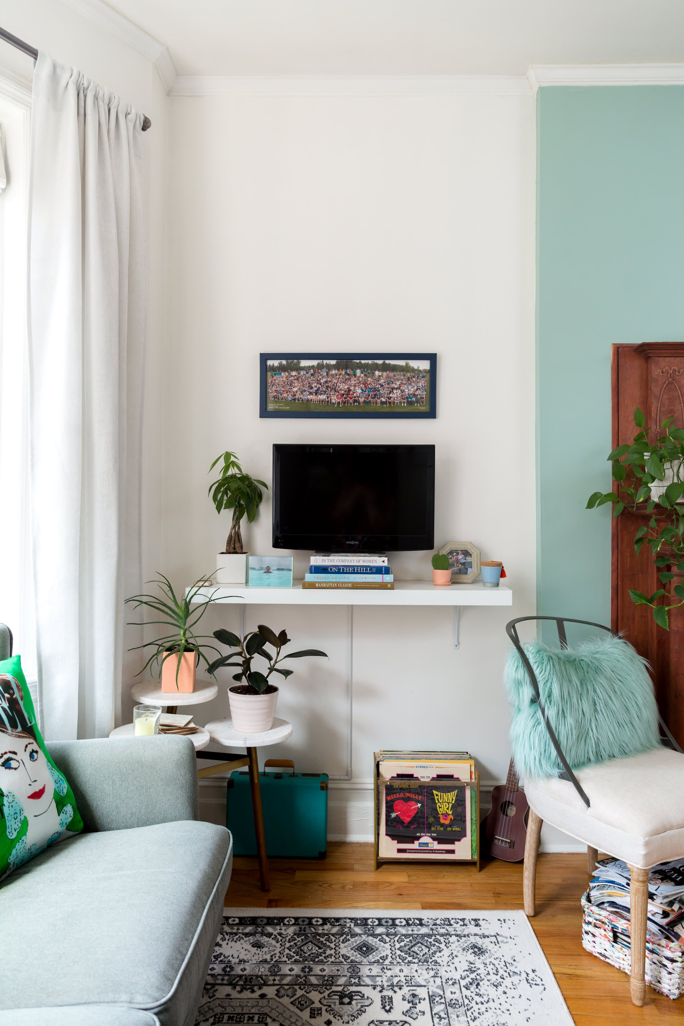 A Super Small 375 Square Foot Studio Is Masterfully Arranged Small Apartment Living Room Furniture Small Apartment Living Room Living Room Furniture Arrangement