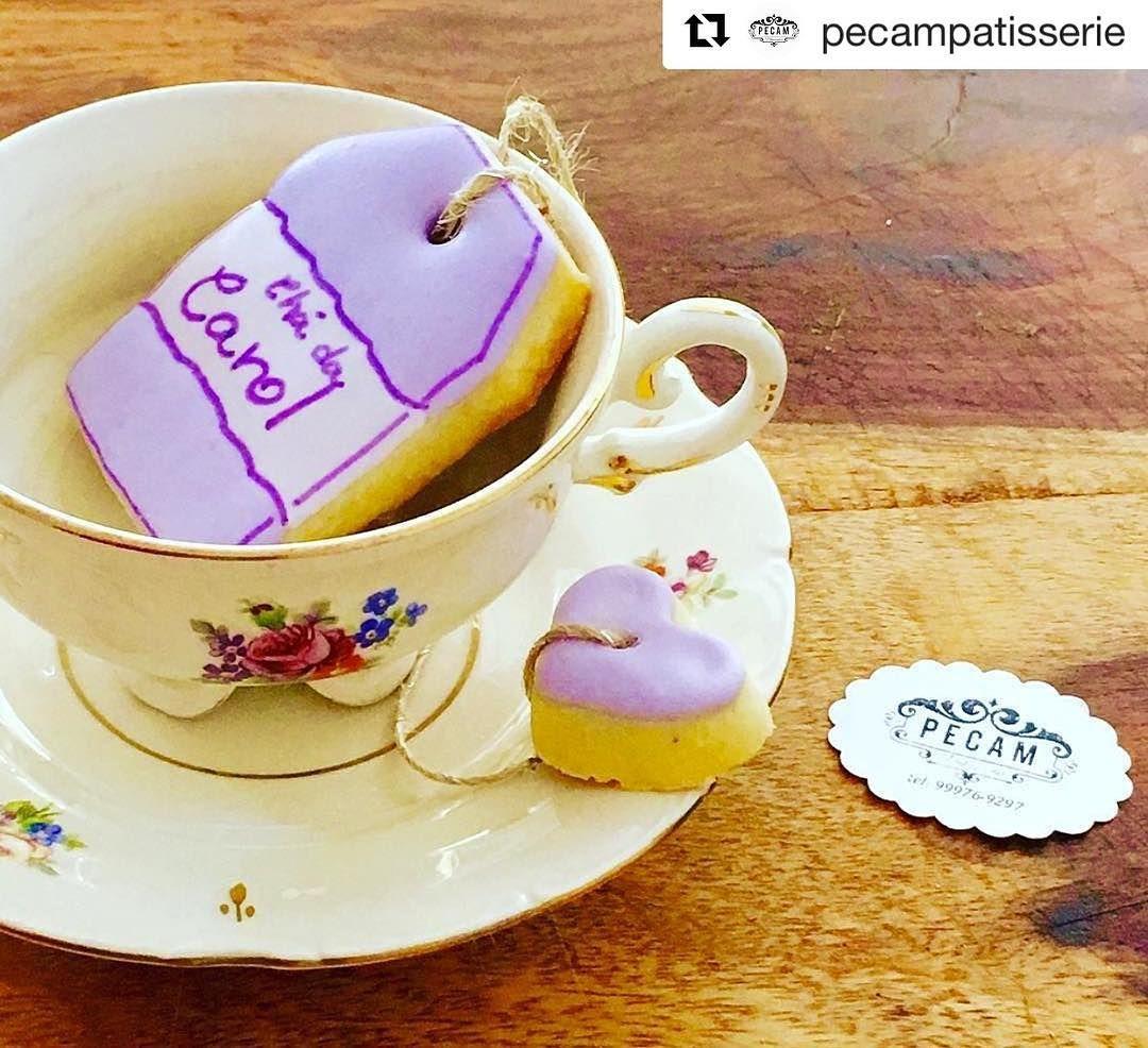 Como lidar com tamanha fofura?! ☕️ #Repost @pecampatisserie ・・・ Bom dia!!!! Hj tem Chá da Carol!!! Mais uma lindeza da @donaaranhafestas!!!! #pecampatisserie #biscoitosdecoradosrj #biscoitosdecorados #icingcookies #decoratedcookies #chá #tea #teacookie #linocaflores #fazendoafestanognt #donaaranha #festainfantil #kidsparty #partyideas #festademenina #batizado #festapersonalizada #bridalshower #encontrandoideias #festadecrianca #decoracaodefesta #decoração