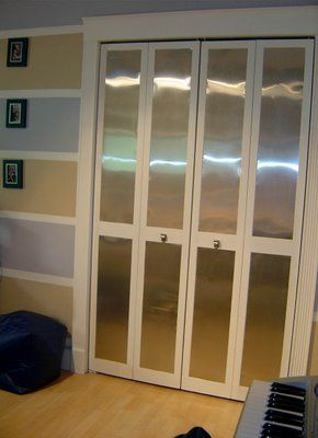 By Mariafer Interior Stylist: Inexpensive Closet Doors Makeover.
