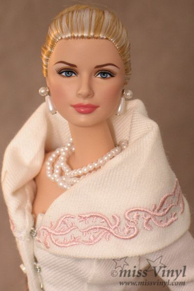 Dolls grace kelly dolls grace kelly nel 2019 poup es for Case alla moda