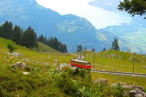 """スイスの代表的な山の絶景を""""はしご""""する旅"""