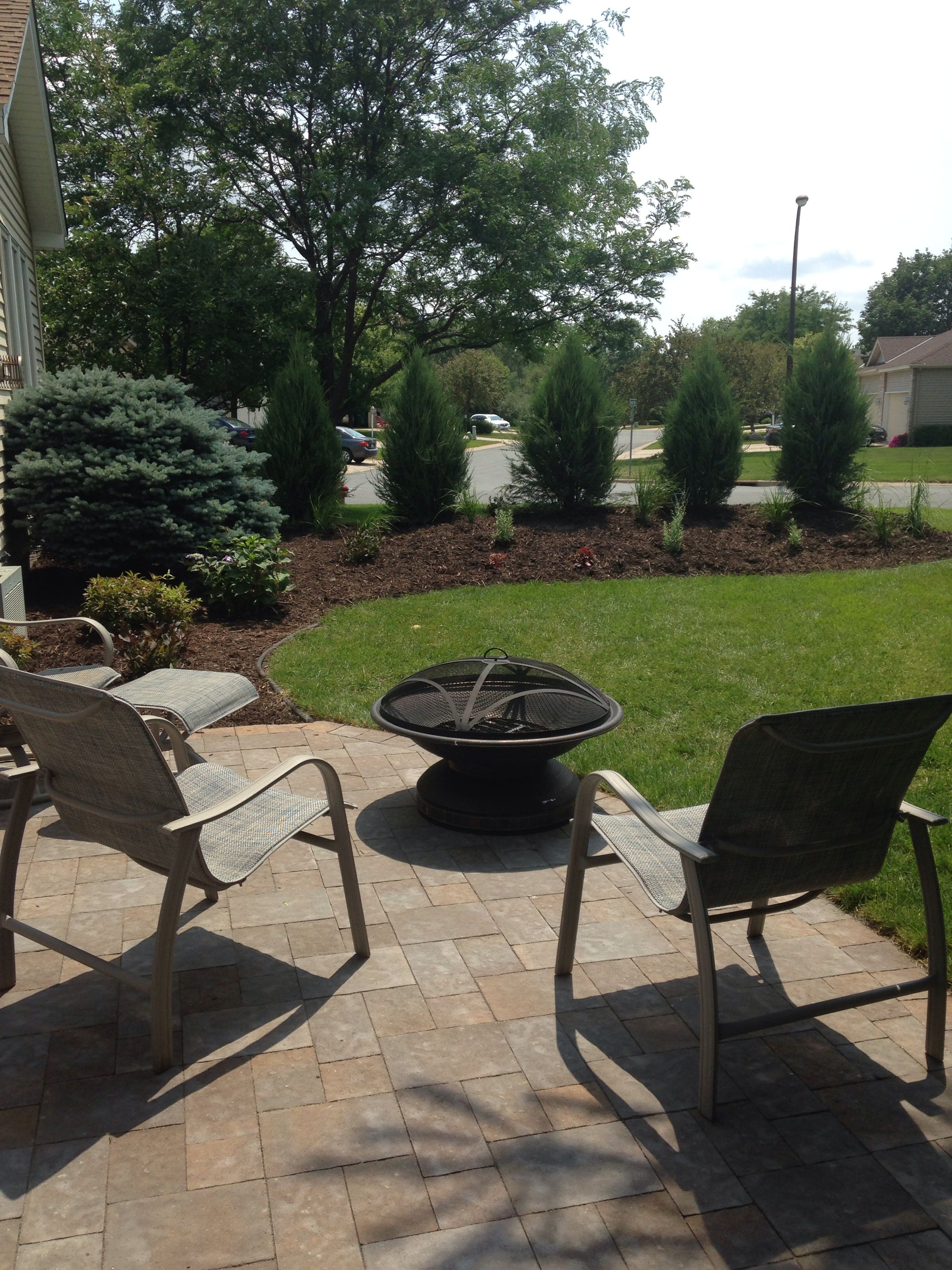 Landscaping. Berm to create privacy. | Front yard design ...