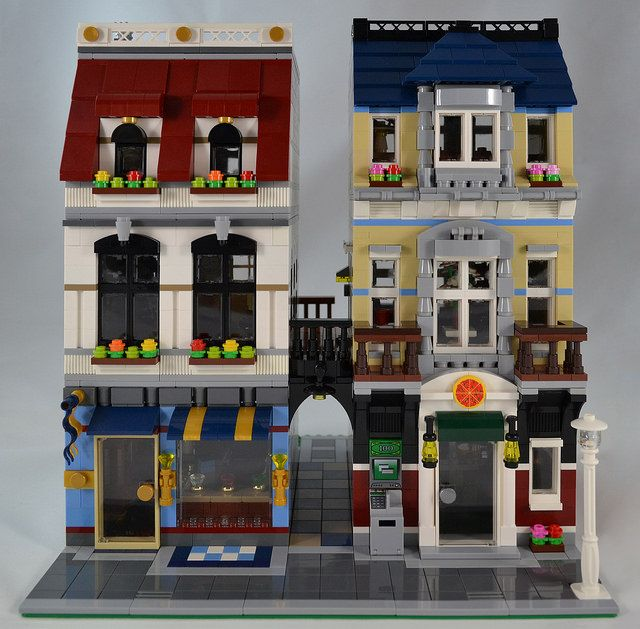 Delante Apartments: Jewelry Store And Pizzeria