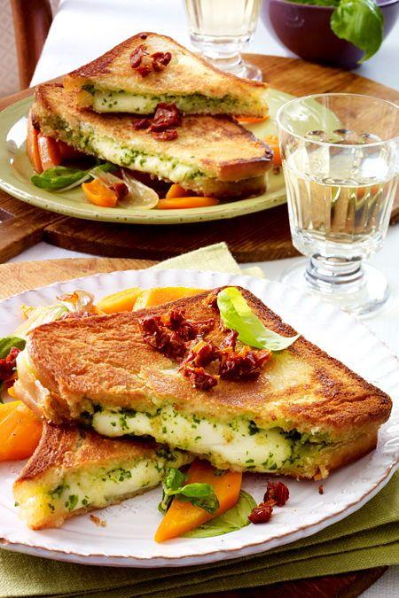 Mozzarella-Pesto-Sandwich Rezept  | LECKER