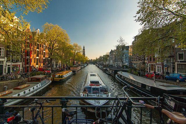 Amsterdam I Canals I Good Life I Fun I Easy I Chill I Houses I Boat I Holland I Dutch I