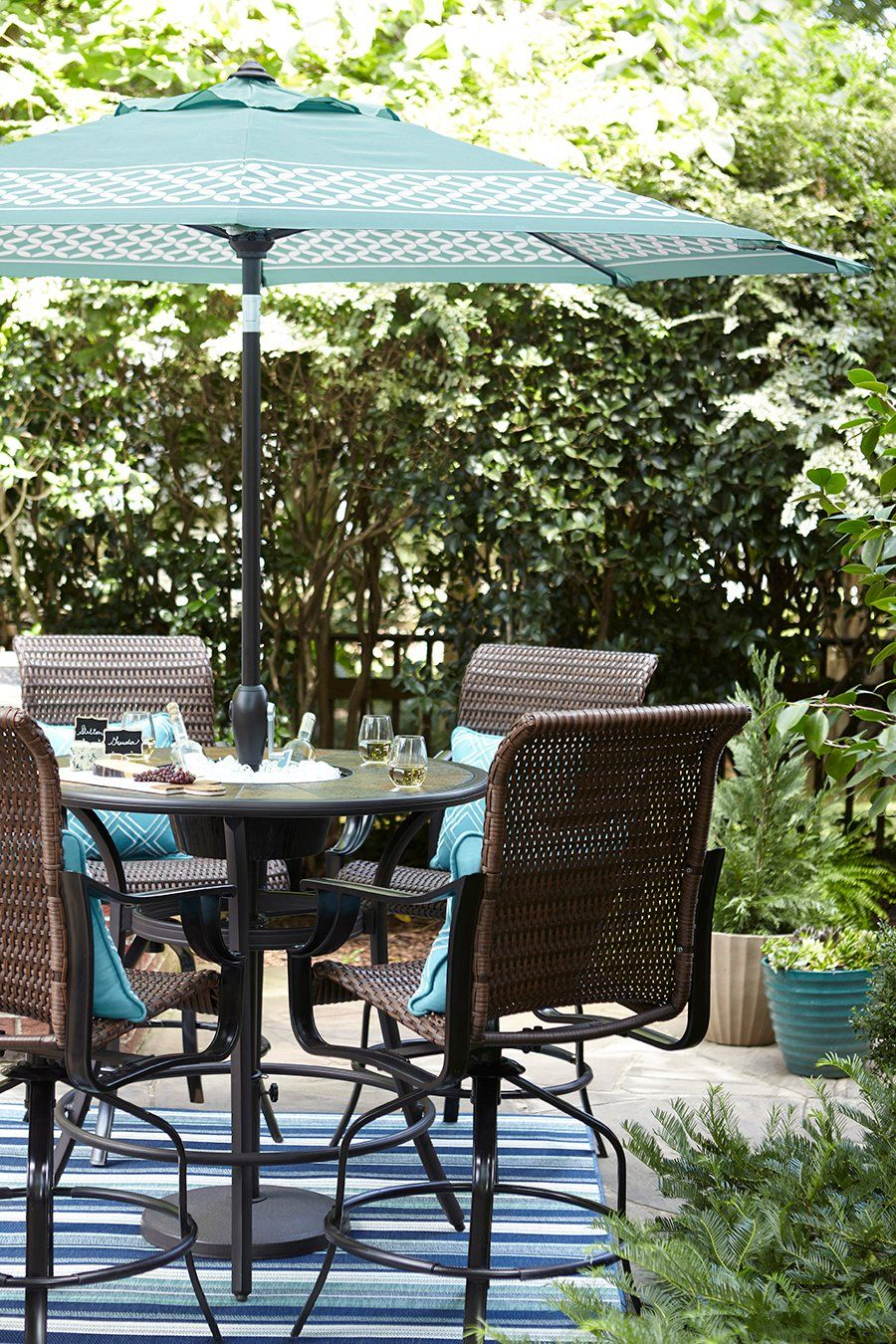 A Built In Ice Bucket Makes This Outdoor Table The Ultimate Patio