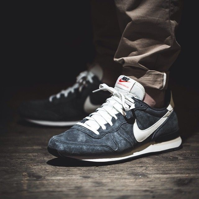 nike internationalist 45 grau