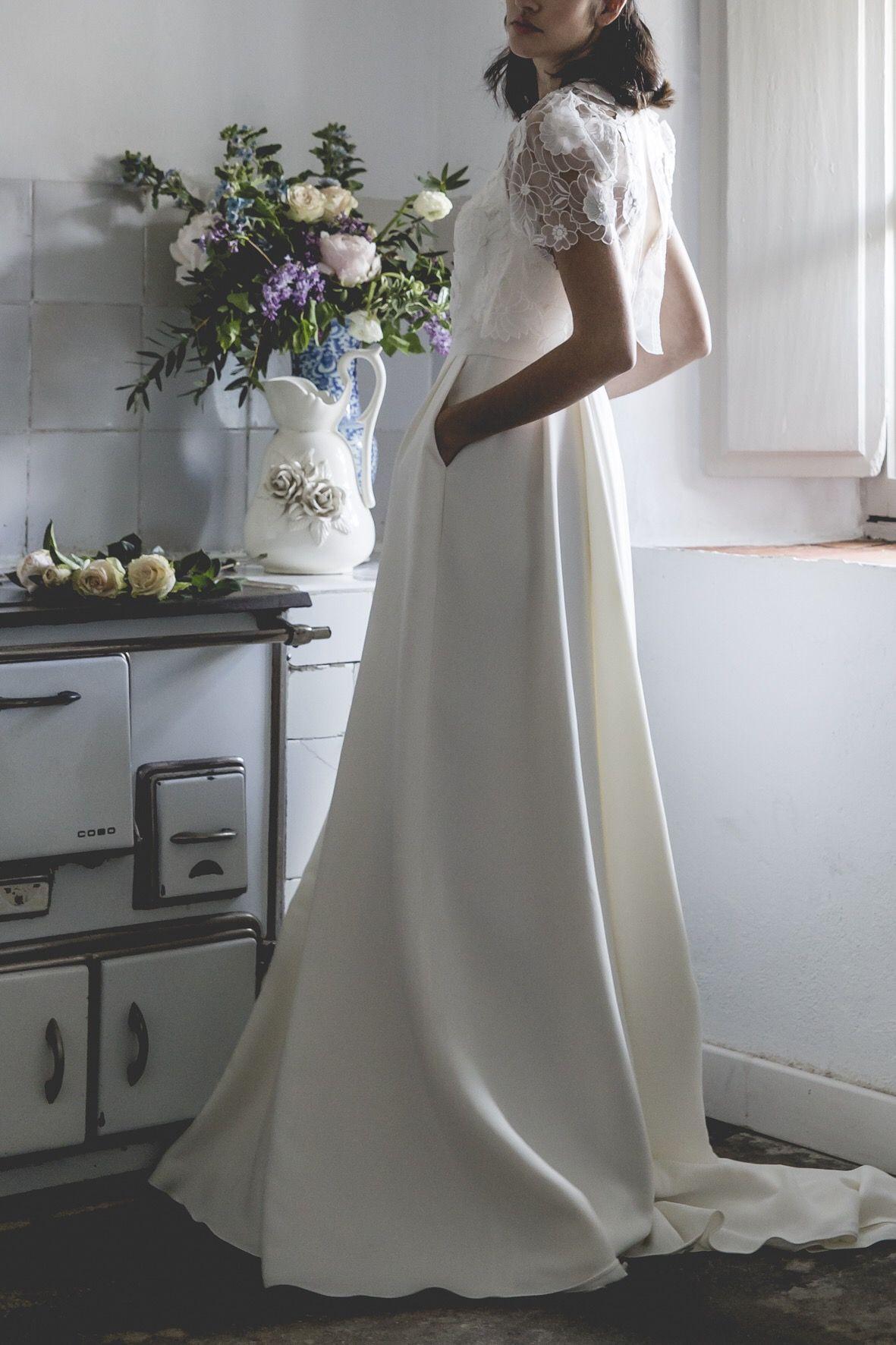 9ec20ff175 Vestido de novia. Falda de crep con bolsillos. Alejandra Svarc ...