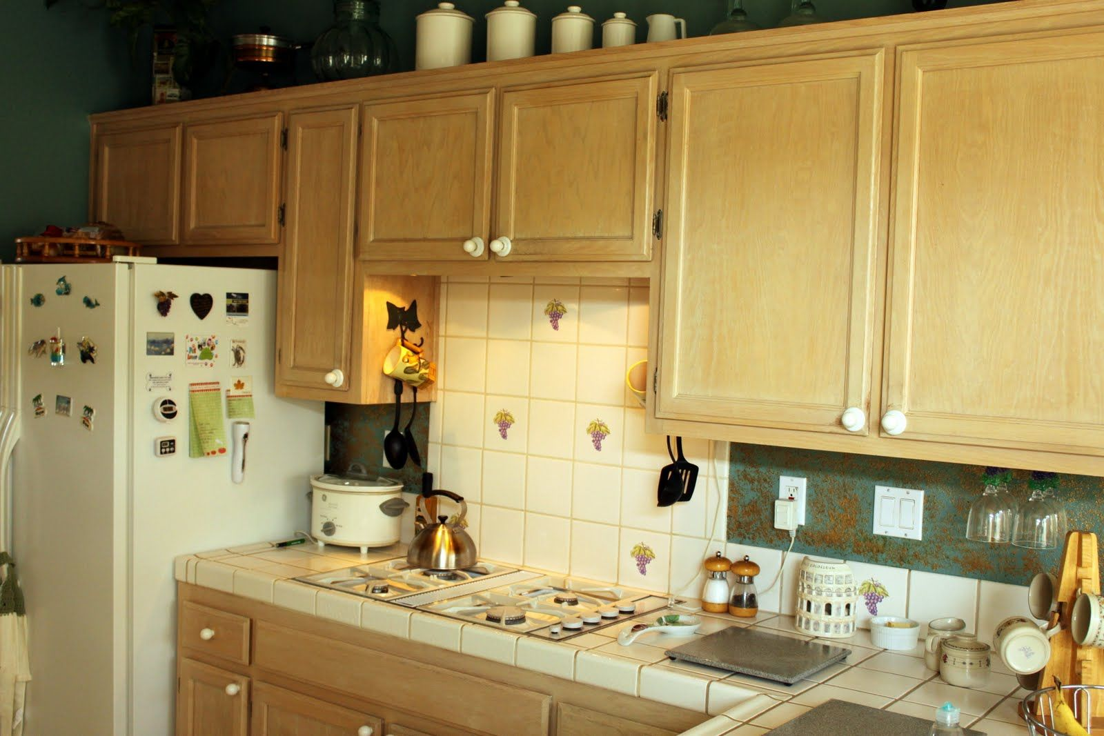 Decorate The White Glazed Kitchen Cabinets in 2020 (With ...