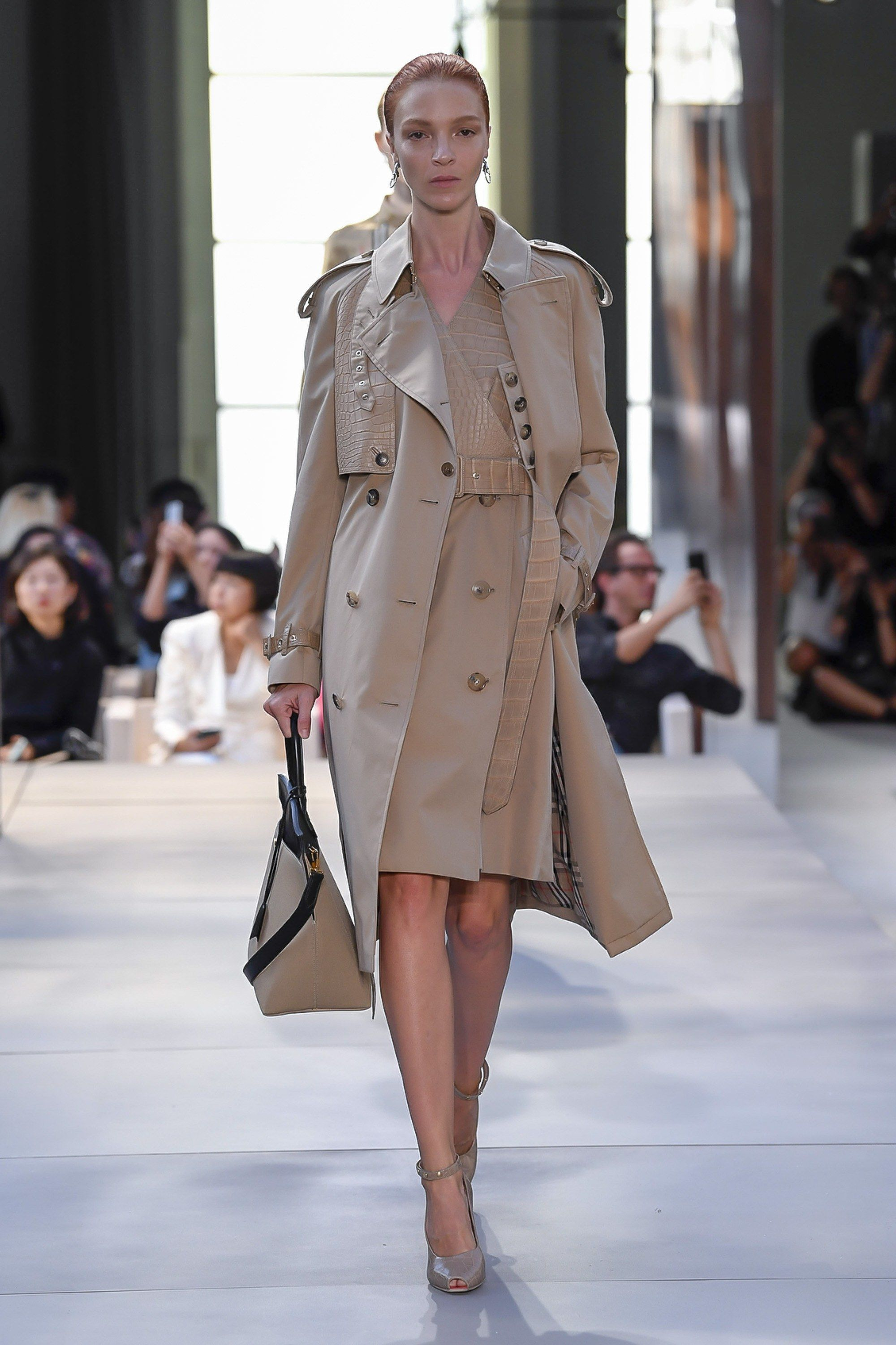ec567f633a7 Burberry Spring 2019 Ready-to-Wear Collection - Vogue  clothes   beautifulclothes  fashion  apparel  fashiontrends  style  stylewatch   styletrends ...