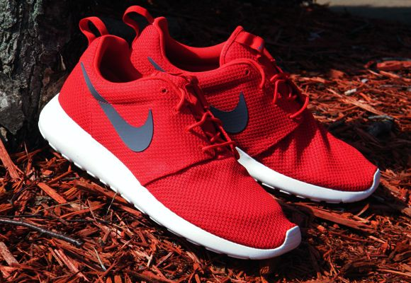 ad7648fb6747 Nike Roshe Run - Sport Red Cool Grey-Sail