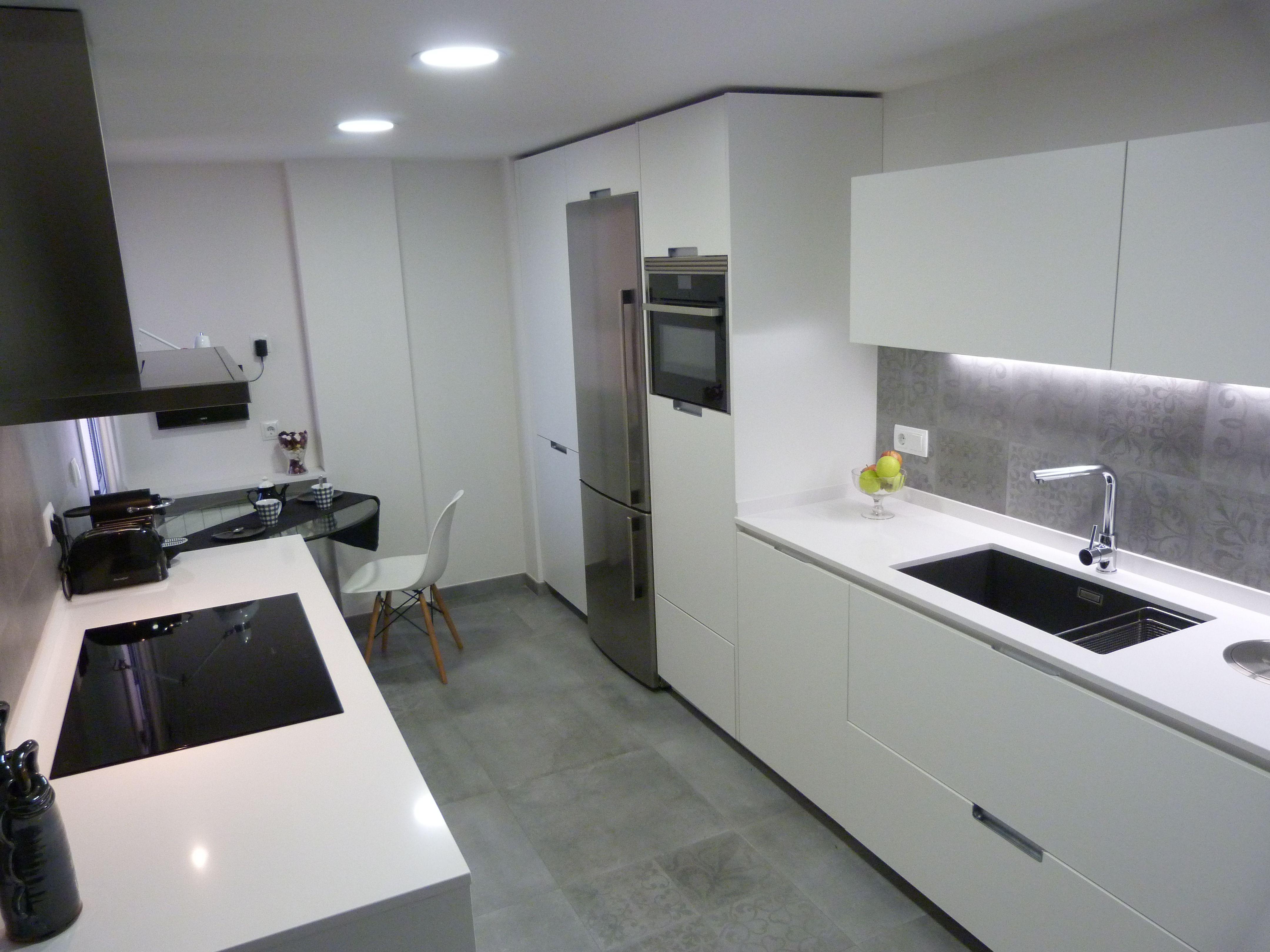 Cocina Blanca Y Gris, Mobiliario MINOS De SANTOS Http