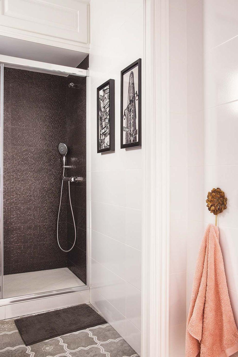 Un cuarto de baño blanco y muy actual en 2020   Decoracion ...