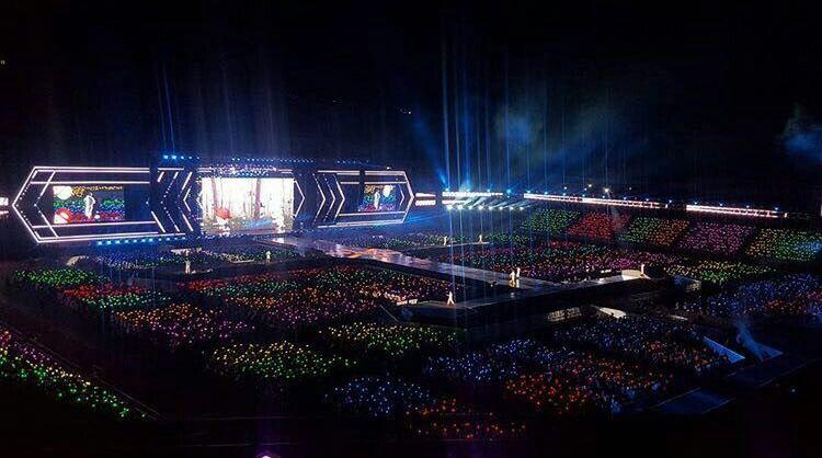 Rainbow Ocean at the EXO'rDIUM Dot in Seoul Day 1 #EXO #exordium #xiumin #suho #lay #baekhyun #Chen #chanyeol #kyungsoo #kai #sehun