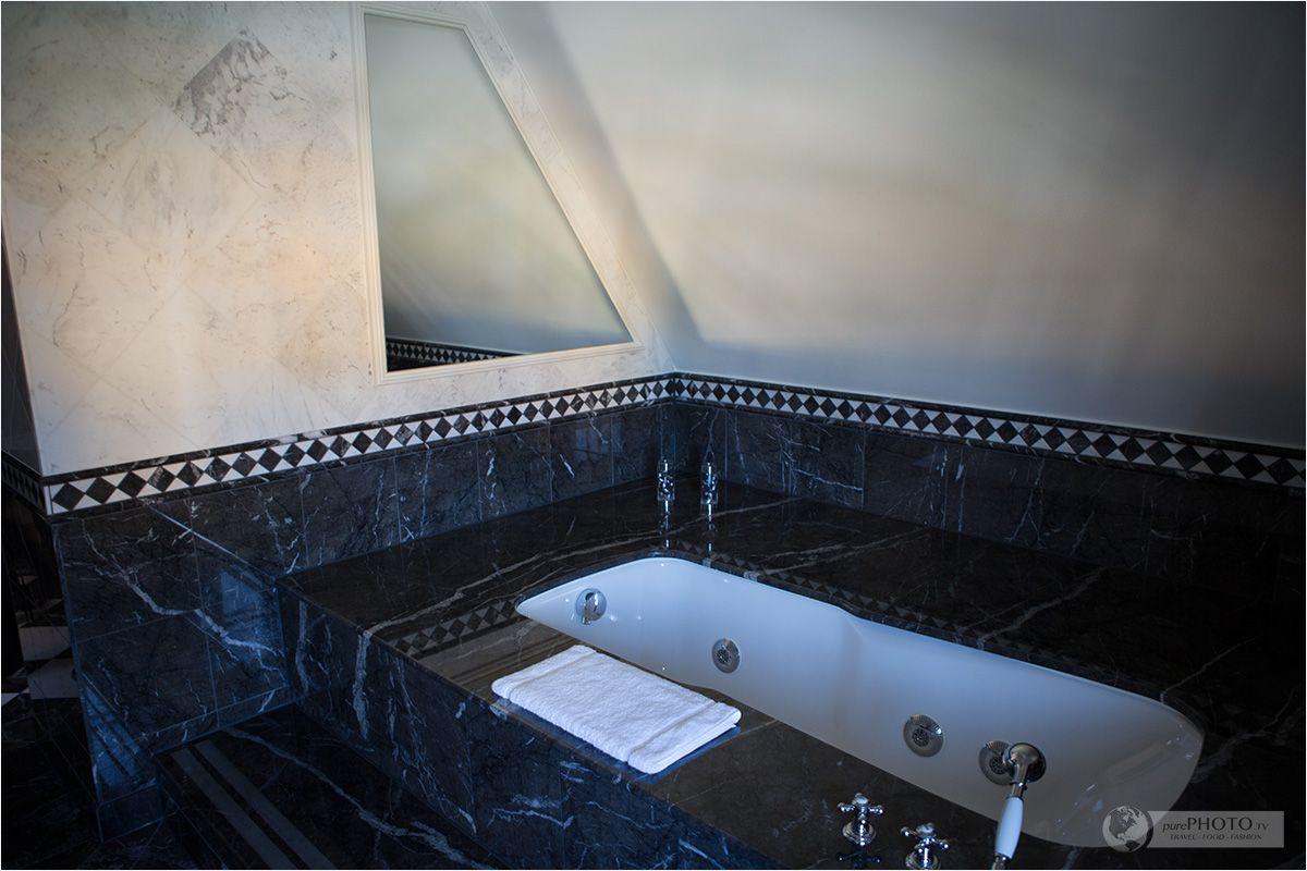 Bathroom In A Suite Ein Schloss Am Worthersee Falkensteiner Schlosshotel Velden In Osterreich Zimmer Suiten Austria Hotel Hotels Reisen Hotel