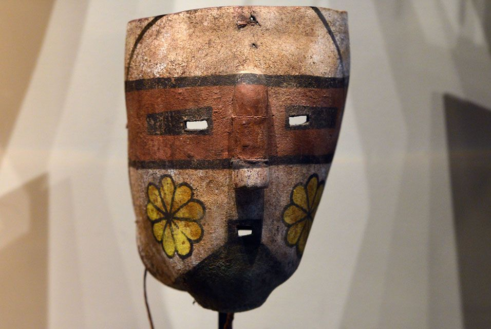 PARIS.- The Komantsi sacred mask of the Hopi Arizonas Indian tribe. 70 masks will be auctioned on April 12, 2013 despite the fact that two museums of Arizona and the Hopi tribe asked for its cancellation. AFP PHOTO / MIGUEL MEDINA.