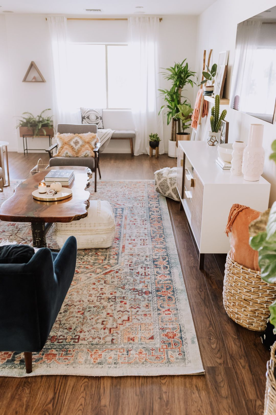 gorgeous rug from loloi | thelovedesignedlife.com #arearug #livingroom #interiordesign
