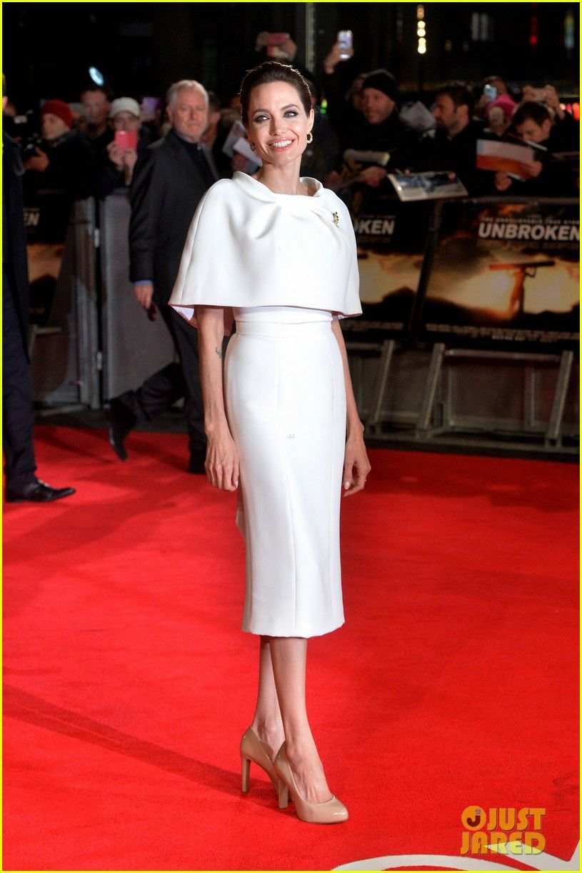 Angelina jolie looks stunning on the red carpet of the unbroken