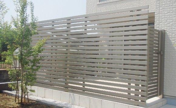建物の外観にあわせて スタイリッシュなタイルテラスを作りました タイルテラス ベランダ リフォーム 中庭のある平屋