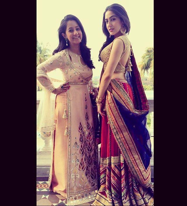 5ea5f3dcdf8 www.filmymonkey.com photos pics-saif-ali-khans-daughter-sara -poses-with-sridevis-daughters-jahnvi-khushi-at-a-wedding-99506