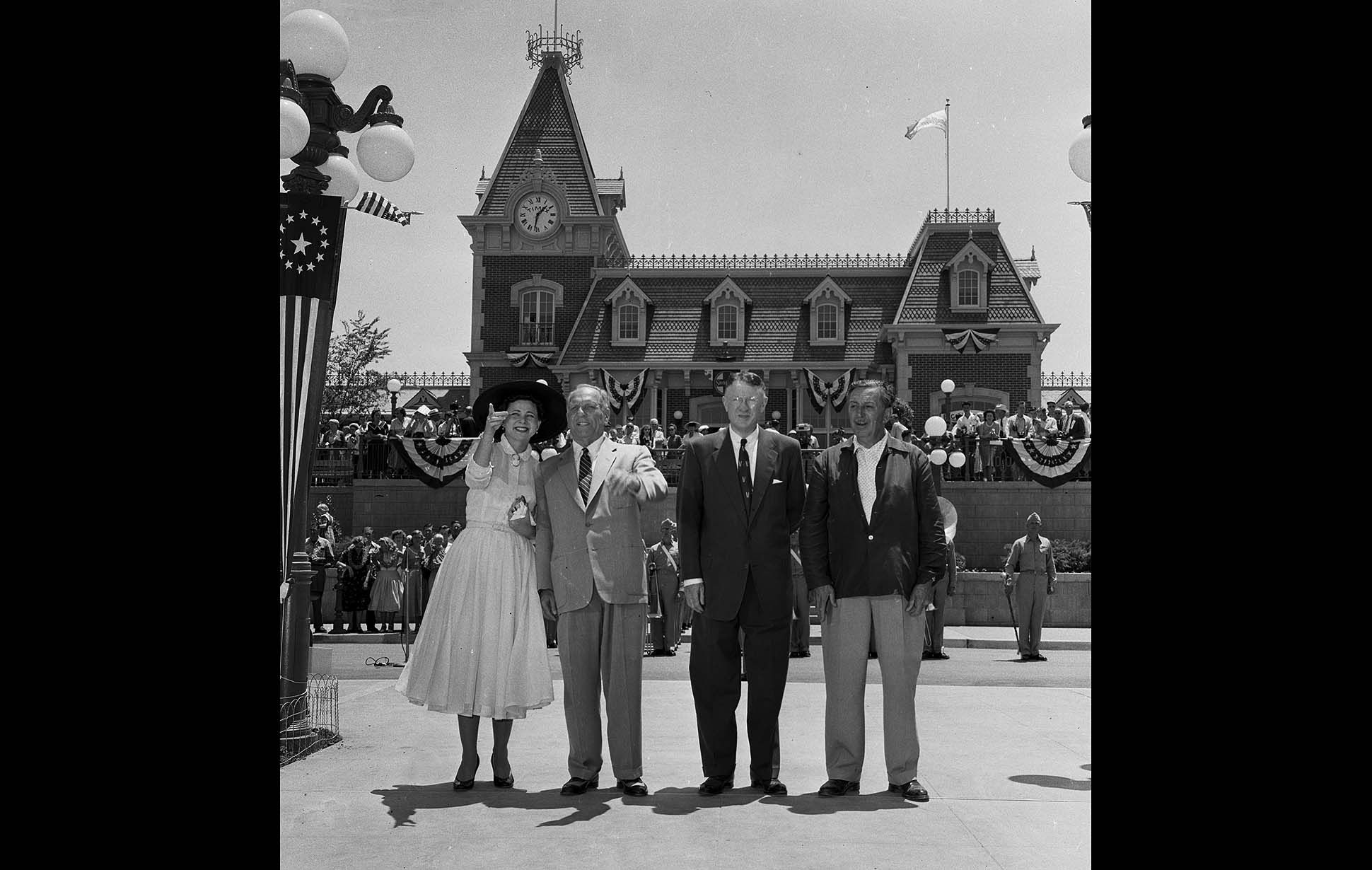News From California The Nation And World Los Angeles Times Disneyland Opening Day Vintage Disneyland Disneyland