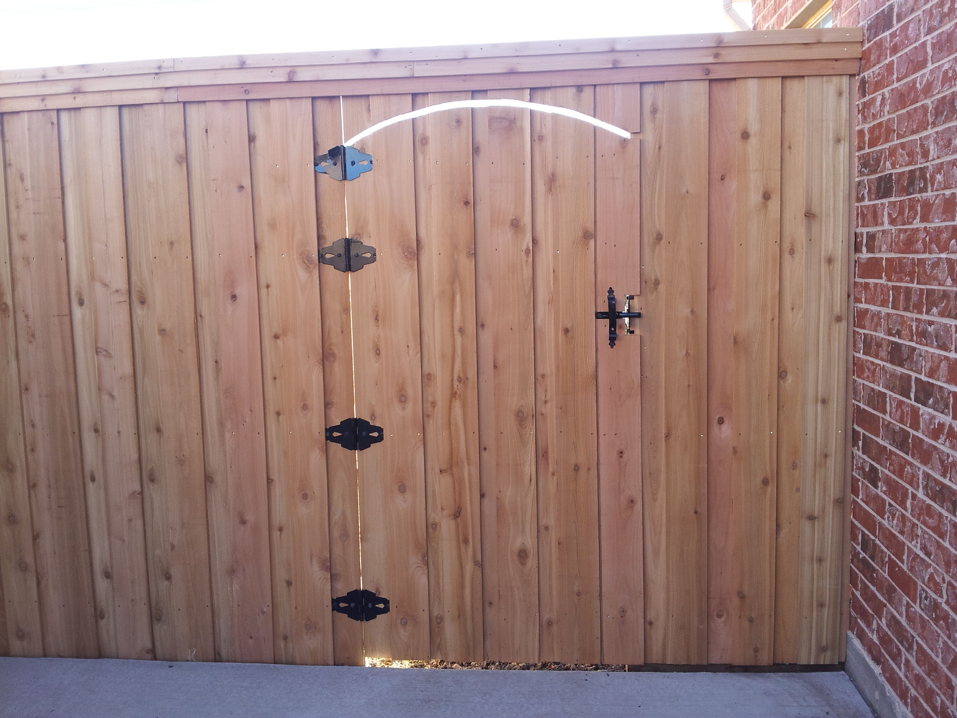 8 ft board on board with triple trim arched gate with 4 hinges