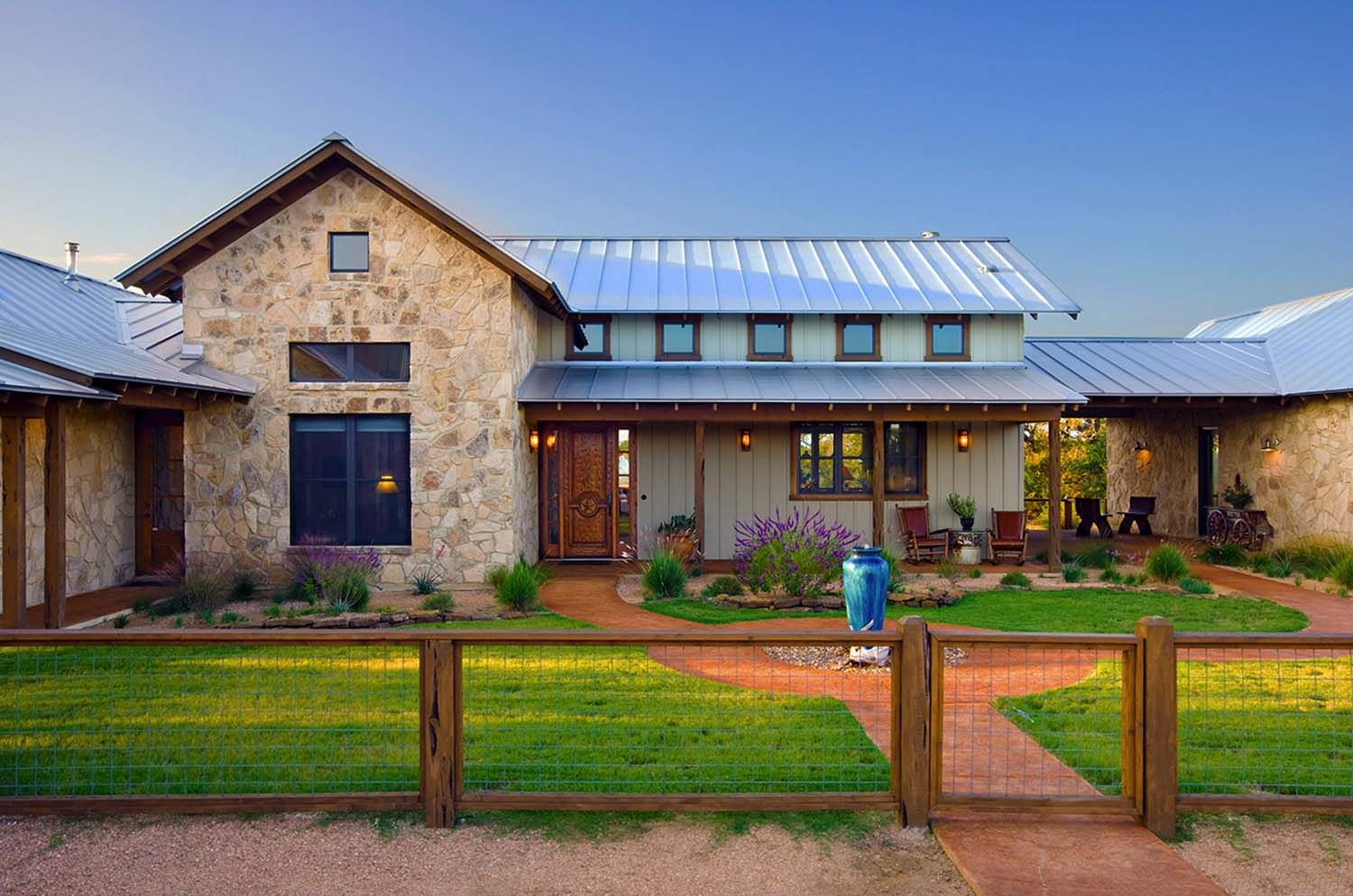 Rustic Ranch House Designed For Family Gatherings In Texas Ranch House Designs Metal Building Homes Hill Country Homes