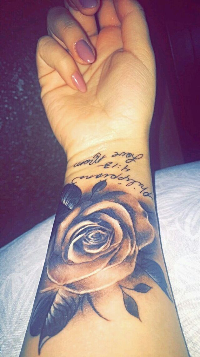 Pin By Jackie On Yet Hand Tattoos Tattoos Rose Tattoos For Women