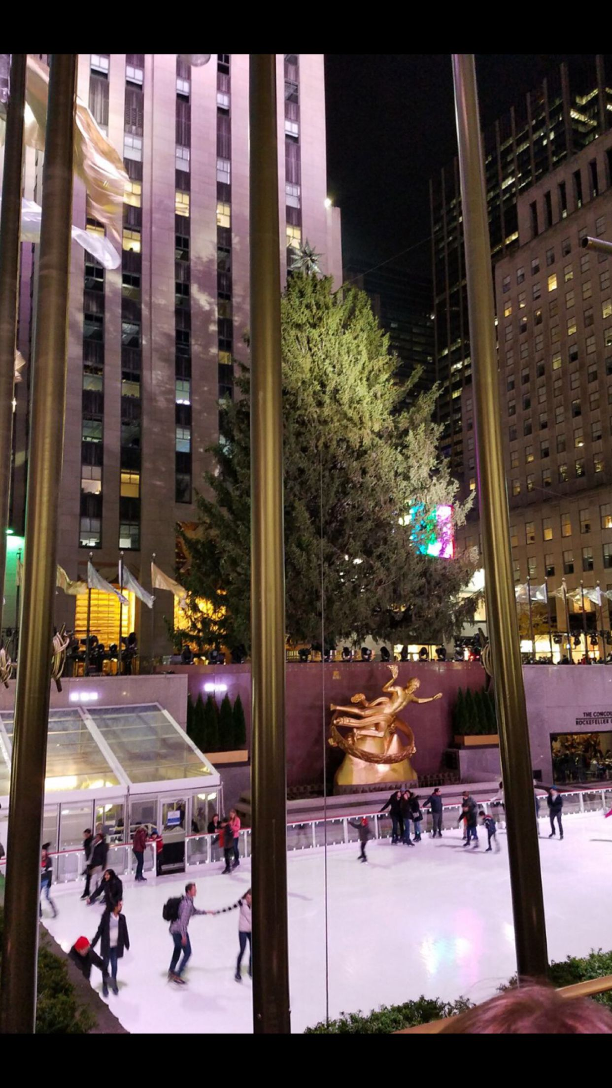 #rockefellercenter #rockefellerchristmastree #rockefellercenter #rockefellerplaza #newyork #NewYork #newyorkcitylife #newyorknewyork ✨