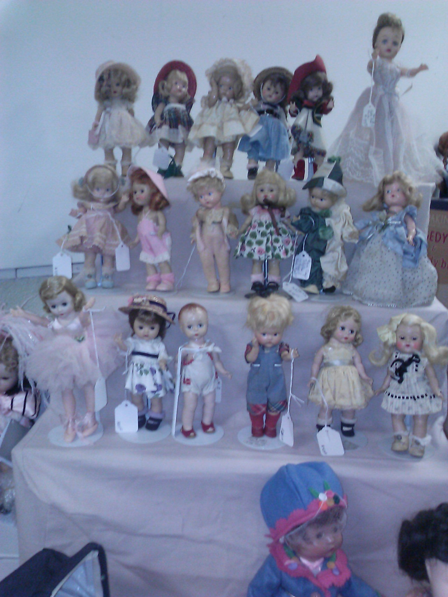 A large group of Ginny's at a recent doll show