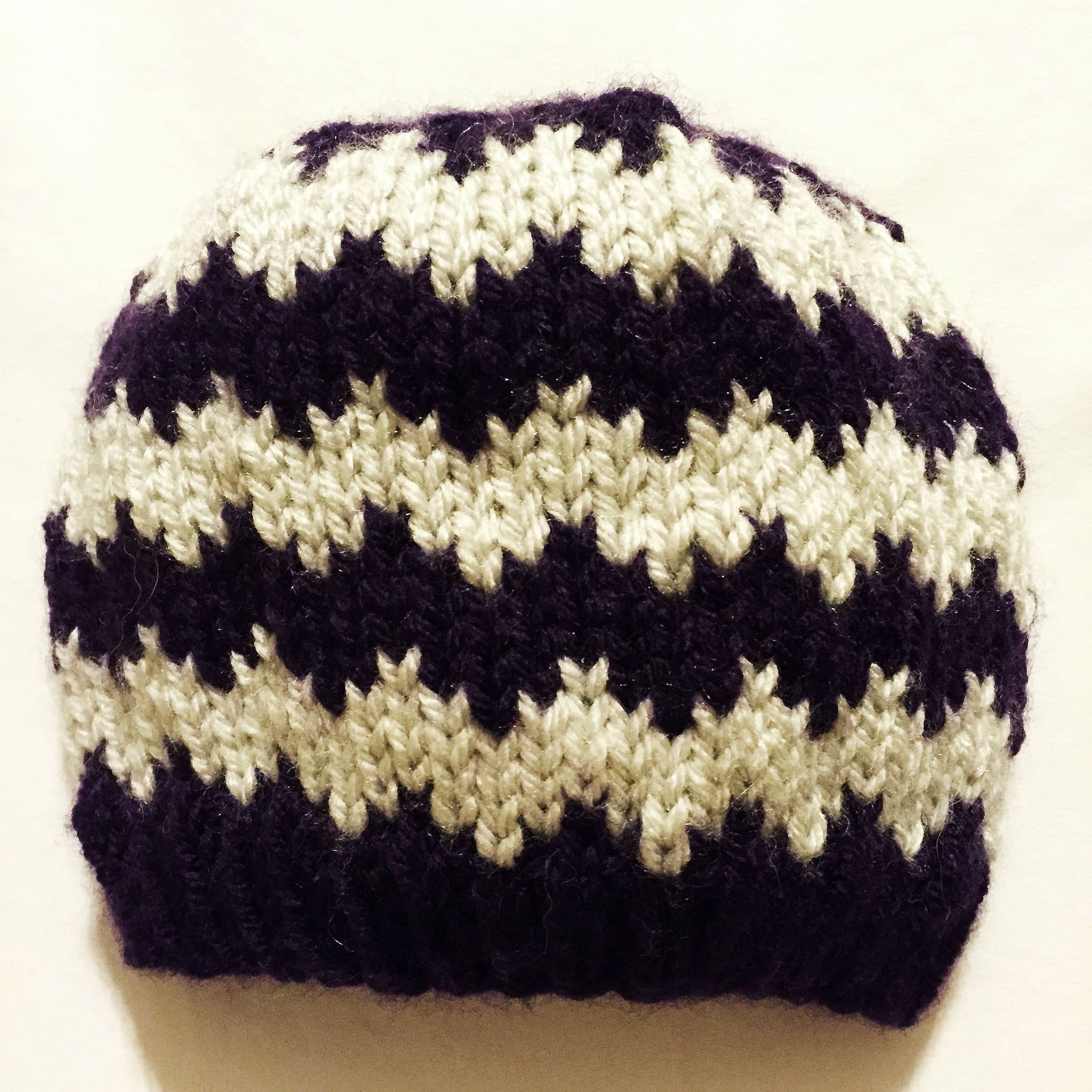 Free pattern for chevron knit baby hat. Great for donating to Click ...