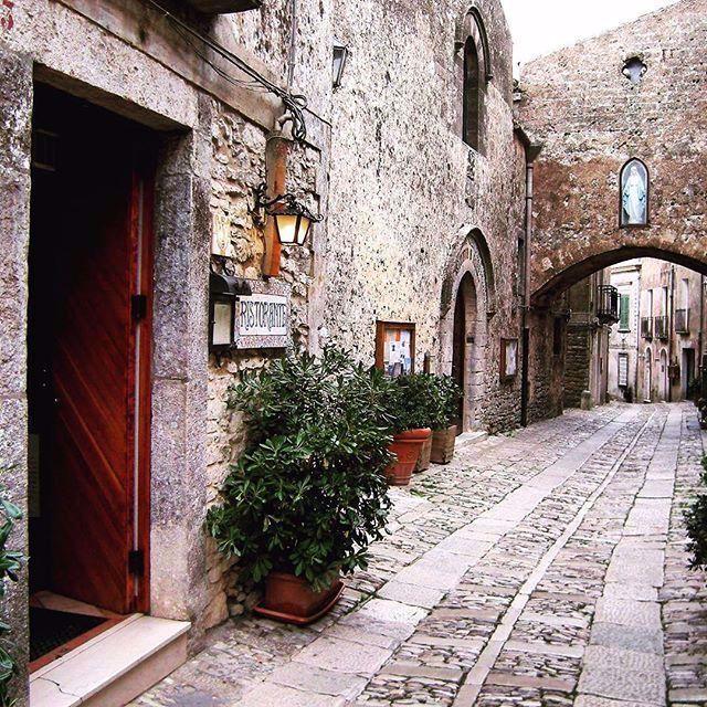 Erice, Sicily ❤ read about it on: Whenelsewhere.wordpress.com #erice #sicily #trapani #italy #italia #sicilia #travelbug #travelblog #travelgram #travel #explore #mediterraneandream #sicilianjourney #sicilysummer #oldtown #historic #castle #mountain #relaxing #quaint #magical