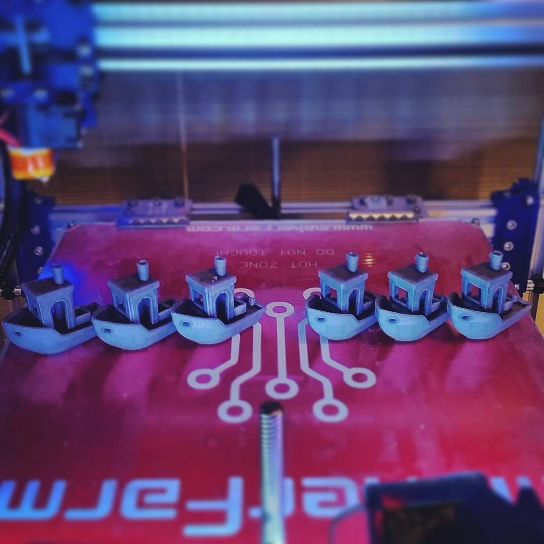 """#repetier / #radds / #simplify3d calibration test on the #cbot using the #3dbenchy : left 3 were with a jerk of 40, right 3 jerk of 10. The speeds for…"""
