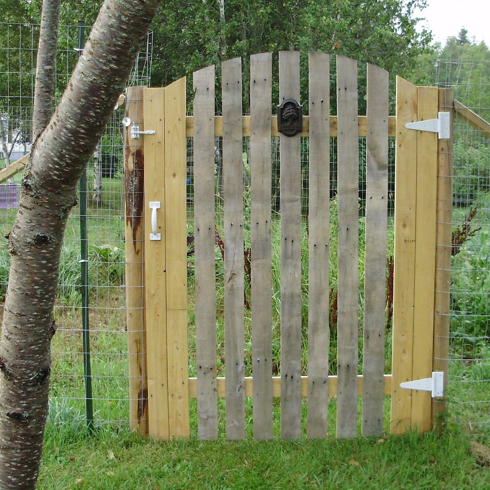pallet gate cheap chicken coop ideas pinterest. Black Bedroom Furniture Sets. Home Design Ideas