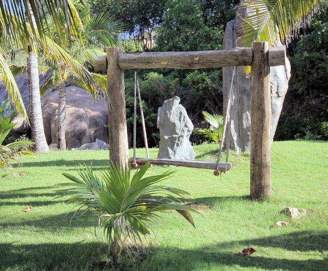 Balançoire dans un jardin exotique // http://www.deco.fr/photo-deco ...