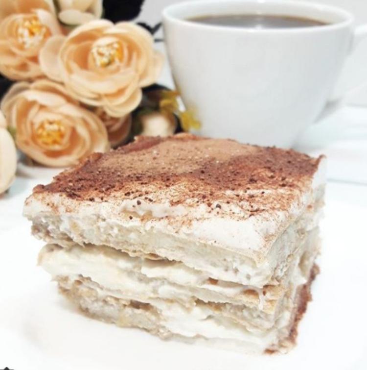 Тирамису с творогом в домашних условиях может стать недорогой альтернативой классическому «кафешному» десерту.