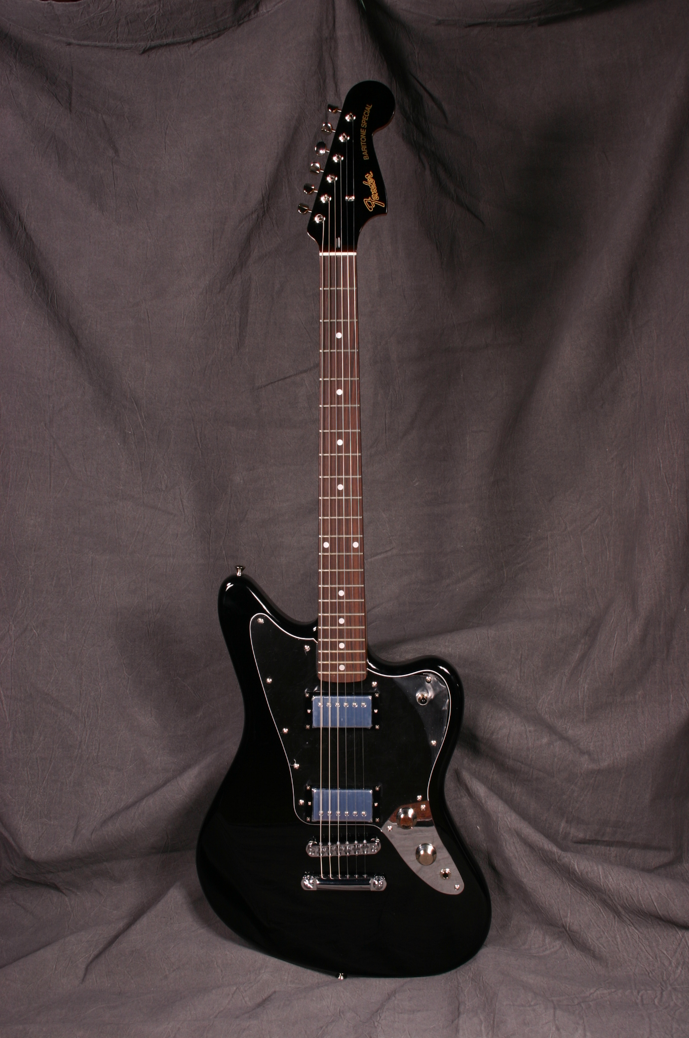 fender jaguar hh special edition electric guitar (black and chrome)