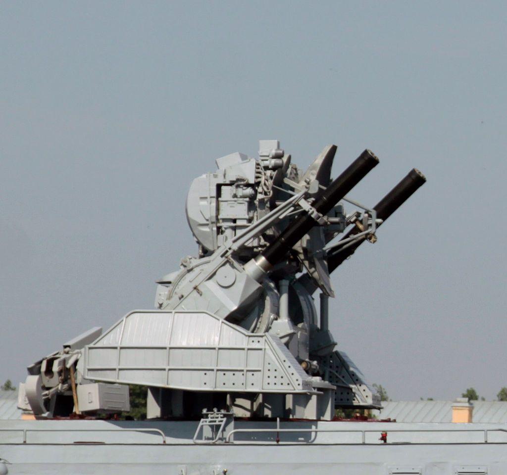 Кортик на корвете Стерегущий - Кортик (зенитный ракетно-артиллерийский комплекс) — Википедия