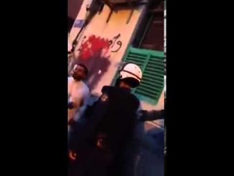 بالفيديو : رجل بحريني يمنع المرتزقة من ضرب زوجته