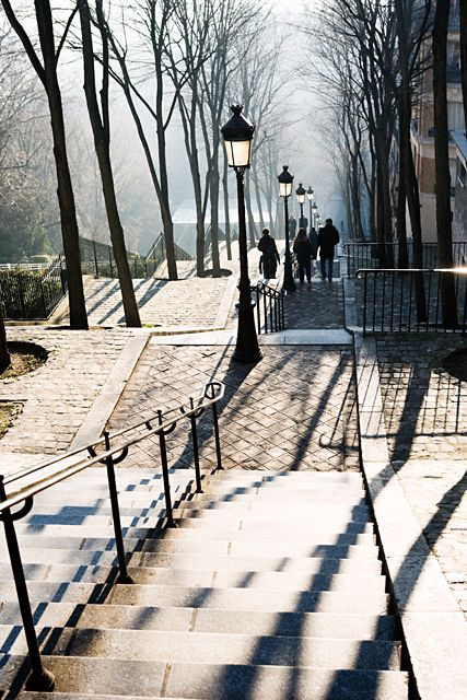 The 300 steps between the butte and the summit of Montmartre