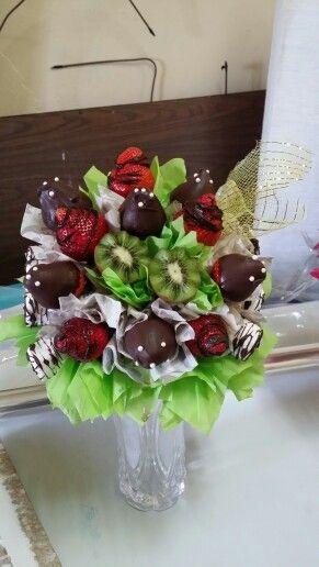 Green strawberries & chocolate