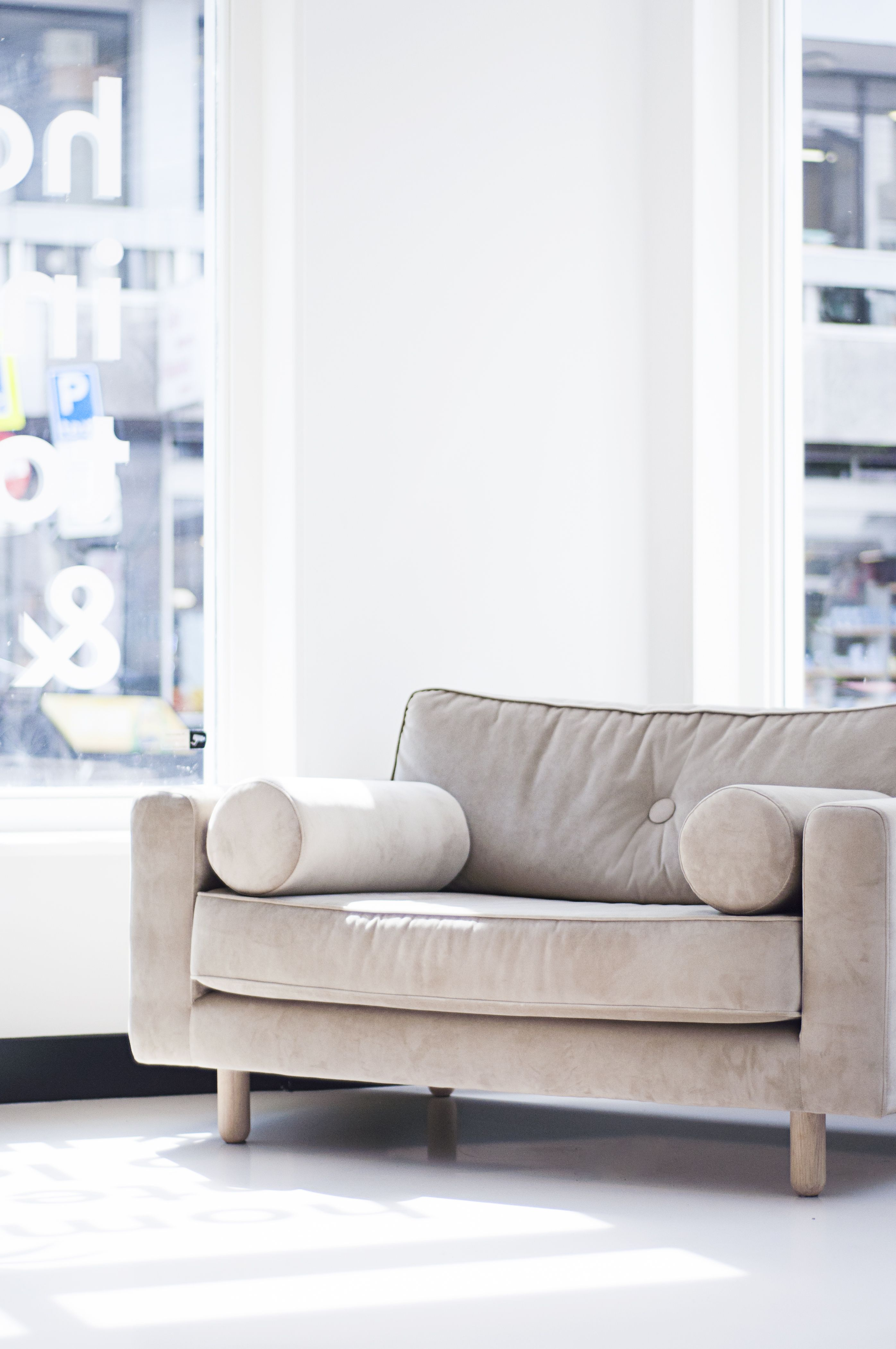Fest Avenue Loveseat Photo By Elske Nissen Styling By Chantal Collette Stylish Sofa Bedroom Makeover Home Decor What is a love seat