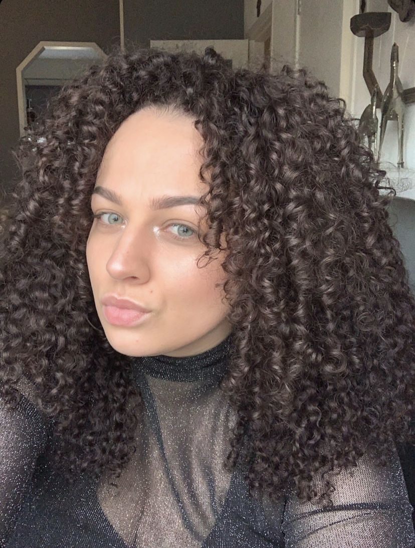 Cara wearing #heycurls in 16's. She coloured them chocolate brown to match her hair colour #curlyhairextensions #curlyhair #3chair #3bhair #naturalhairstyles #naturalhairinspo #naturalhair #naturalhairextensions