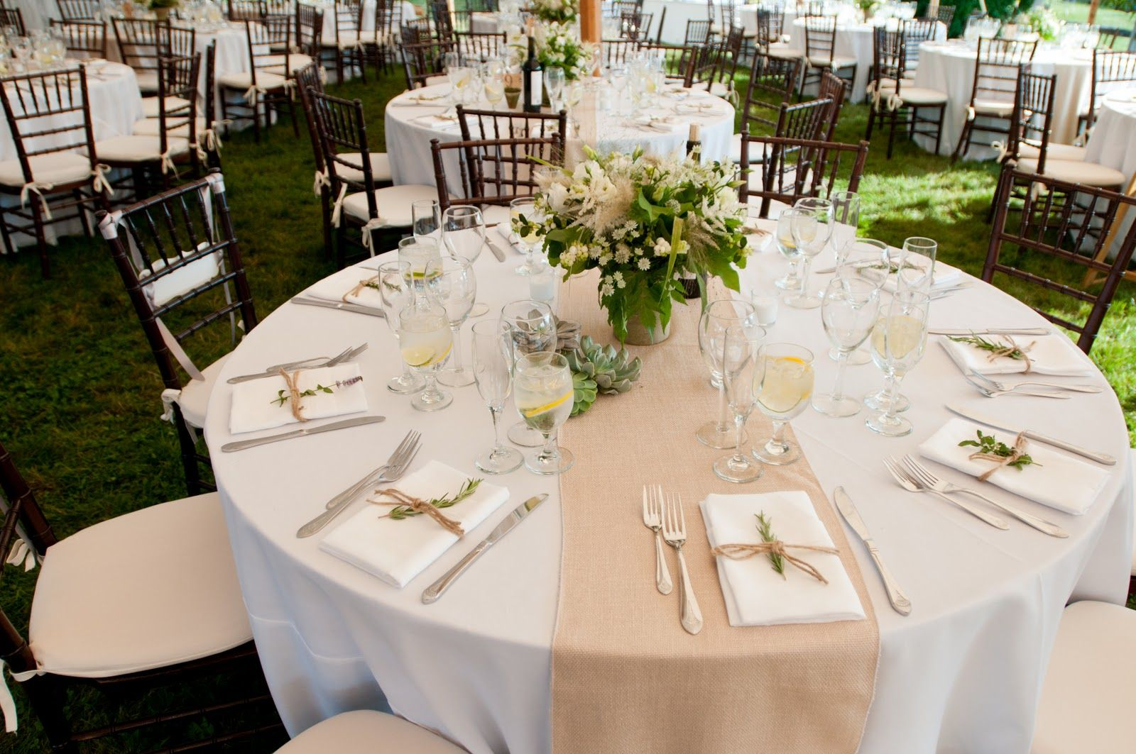 Table runner on round table - 1000 Images About Design Wedding Flowers On Pinterest Metal Buckets Buckets And Flower